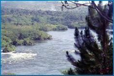 Losse flodders - http://overlandsphere.com/overland-travel/africa/east-africa/kenya/losse-flodders/147609 - Het wordt een Oegandese verjaardagstaart voor Felice op 4 oktober. We zijn er net aangekomen; in Jinja, waar de Nijl 'begint'. Als je naar de spiegelgladde rivier kijkt vanaf onze camping is het moeilijk voor te stellen dat je verderop … Lees verder →