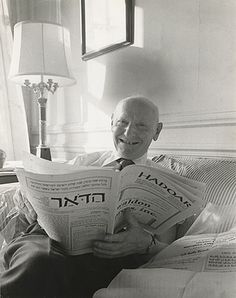 """Isaac Bashevis Singer (November 1902 - July Polish writer and winner of the Nobel Prize in Literature in 1978 """"for his impassioned narrative art which, with roots in a Polish-Jewish cultural tradition, brings universal human conditions to life"""". Book Writer, Book Authors, Isaac Bashevis Singer, Nobel Prize In Literature, Nobel Prize Winners, Writers And Poets, People Of Interest, Influential People, July 24"""