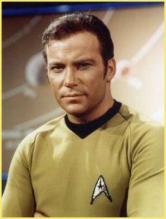 Captain James T. Kirk (William Shatner) - Star Trek: The Original Series Star Trek Crew, Star Trek Tv, Star Wars, Star Trek Original Series, Star Trek Series, James T Kirk, Star Trek 1966, Star Trek Captains, Star Trek Images