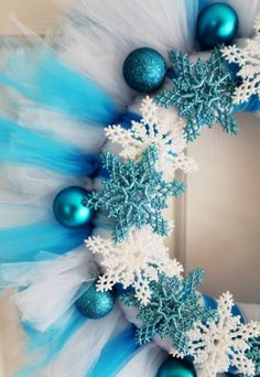 magnificent DIY tulle wreath ideas blue white Christmas wreath snowflakes tree ornaments