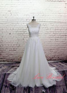 High Quality Wedding Gown Classic Lace Bridal Gown Bateau Neckline Wedding Dress with Chapel Train V-back Wedding Dress