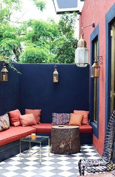 Bonita terraza en tonos azules y tejas, me gusta!!!!