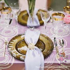 Tablescape inspiration to DIY it for your special occasion! | The Party Goddess! #wedding #weddingplanner #eventplanning #party #tablescape #decor #DIY #flowers