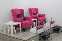 New pedicure salon ideas benches 57 Ideas Home Nail Salon, Nail Salon Design, Nail Salon Decor, Beauty Salon Decor, Beauty Salon Design, Salon Interior Design, Privates Nagelstudio, Deco Spa, Pedicure Station