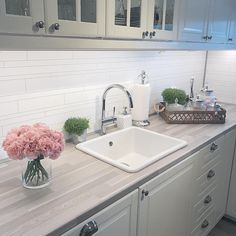 Decorating Kitchen Walls Ideas isno question important for your home. Whether you pick theKitchen Decor Ideas DecorationorKitchen Color Ideas For Walls, you will create the bestDecorating Ideas For The Kitchen Wallsfor your own life. Home Interior, Interior Design Living Room, Interior Decorating, Decorating Kitchen, Home Decor Kitchen, Home Kitchens, Kitchen Walls, Paint Colors For Living Room, Küchen Design