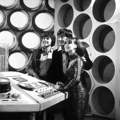 The - Second Doctor (Patrick Troughton) with companions Jamie (Frazer Hines) and Zoe (Wendy Padbury). This is one of my favourite Doctor Who teams. Doctor Who Tv, Second Doctor, Dr Who Merchandise, Wendy Padbury, Doctor Who Companions, Classic Doctor Who, William Hartnell, Dalek, Torchwood