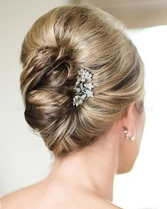 """""""french twist hairstyles for brides – french twist updo Half Updos for Mother of the Bride Mother Of The Groom Hairstyles, Mom Hairstyles, Elegant Hairstyles, Wedding Hairstyles, Mother Of The Bride Hair Short, Updo Hairstyle, Gorgeous Hairstyles, Layered Hairstyles, Spring Hairstyles"""