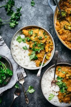 Here is the easy weeknight vegan Thai pumpkin curry recipe you've been looking for. It's comforting with a yellow curry coconut broth and vegetables. Pumpkin Curry, Vegan Pumpkin, Pumpkin Recipes, Veggie Recipes, Fall Recipes, Diet Recipes, Vegetarian Recipes, Cooking Recipes, Healthy Recipes