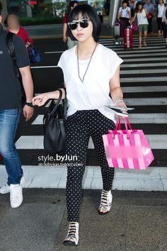 #2NE1 #Minzy 2ne1 Minzy, 2ne1 Dara, Korean Star, Korean Girl, Japanese Fashion, Korean Fashion, Airport Style, Airport Fashion, Sandara Park