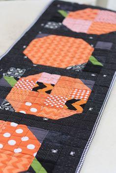 Patchwork Pumpkin quilt block tutorial: www.diaryofaquilter.com/2013/10/patchwork-pumpkin-quilt-t...