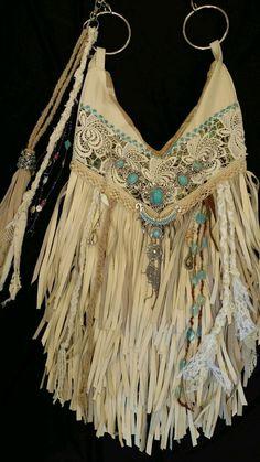 Handmade Ivory Leather Fringe Shoulder Bag Hippie Boho Hobo Vintage Lace tmyers … - Women's fashion and Women's Bag trends Hippie Boho, Hippie Purse, Bohemian Mode, Hippie Style, Bohemian Style, Bohemian Bag, Fashion Bags, Boho Fashion, Leather Hobo Bags