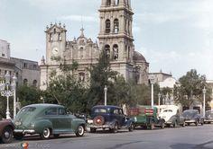 Monterrey, Nuevo León: Catedral y Plaza Zaragoza (1954).