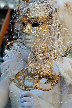 Star Kissed Park from Venice Carnival - fairy like Mardi Gras Carnival, Venetian Carnival Masks, Carnival Of Venice, Venetian Masquerade, Masquerade Party, Masquerade Masks, Venice Carnivale, Venice Mask, Costume Venitien