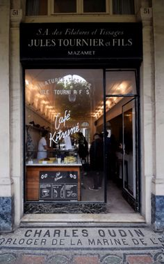 Cafe Kitsune - A Speciality Coffee Guide To Paris by Mondomulia Coffee Cozy, Coffee Shops, Coffee Barista, Coffee Creamer, White Coffee, Starbucks Coffee, Make Your Own Coffee, Coffee Guide, Coffee Infographic