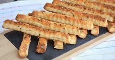 Vynikajúce slané tyčinky z tvarohu a kyslej smotany. Tieto chrumkáče si zamilujete. Romanian Food, Romanian Recipes, Pie Cake, Hot Dog Buns, Food Dishes, Zucchini, Bacon, Appetizers, Cooking Recipes