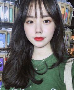 Asian Bangs, Asian Short Hair, Short Hair With Bangs, Short Hair Styles, Pretty Korean Girls, Cute Korean Girl, Beautiful Asian Girls, Korean Bangs Hairstyle, Hairstyles With Bangs