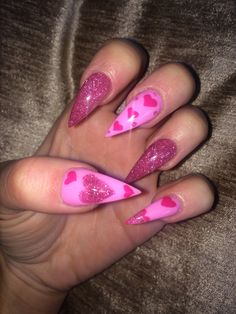 Semi-permanent varnish, false nails, patches: which manicure to choose? - My Nails Love Nails, Pretty Nails, My Nails, Heart Nail Art, Heart Nails, White Nails, Pink Nails, Glitter Nails, Valentine's Day Nail Designs