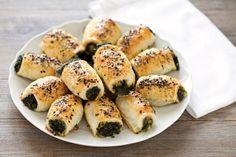 Rustici con pasta sfoglia, spinaci e mozzarella ricetta