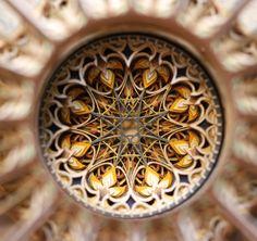 Arte y Arquitectura: increíbles vitrales islámicos a partir de capas de papel recortado por Eric Standley