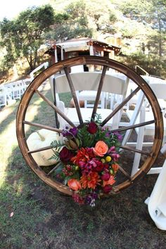 country wedding details 30 Rustic Country Wedding Ideas with Wagon Wheel Details Cowgirl Wedding, Farm Wedding, Rustic Wedding, Chic Wedding, Tractor Wedding, Western Wedding Ideas, Wedding Details, Western Weddings, Wedding Country