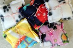 5 Minute Fleece Hand Warmer. SO EASY and a great way to use up scraps!