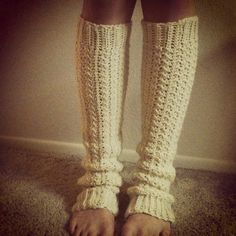 Warm Legs: free pattern link Crochet Leg Warmers, Crochet Boot Cuffs, Crochet Gloves, Crochet Slippers, Knit Or Crochet, Free Crochet, Crochet Crafts, Crochet Scarves, Crochet Projects