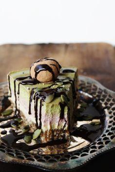 This Rawsome Vegan Life: VANILLA, RASPBERRY & PEPPERMINT CREAM CAKE with CACAO TRUFFLES