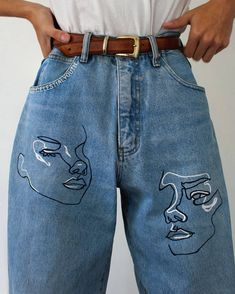 Discover recipes, home ideas, style inspiration and other ideas to try. Painted Jeans, Painted Clothes, Paint For Clothes, Clothes Crafts, Street Style Outfits, Cool Outfits, Hipster Outfits, Aesthetic Fashion, Aesthetic Clothes