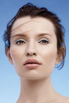 Emily Browning makeup look