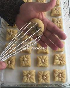 @aylinintarifleri ・・・ Şerbetli tatlı severler hem lezzeti hemde görüntüsü ile beğeni toplayacak bir tarifle herkese merhabalar🤗🎈 Tatlımın…