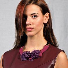 Δερμάτινο κολιέ χρυσάνθεμο Crochet Necklace, Fashion, Moda, Fashion Styles, Fashion Illustrations