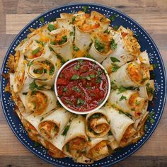Blooming Quesadilla Ring Recipe - Video recipe, ingredients list and step by step instructions. Make the best Quesadilla for any party! Visit us online for more Tasty Recipes! Finger Food Appetizers, Appetizers For Party, Appetizer Recipes, Party Food Recipes, Seafood Appetizers, Mexican Food Appetizers, Finger Food Recipes, Delicious Appetizers, Veggie Party Food