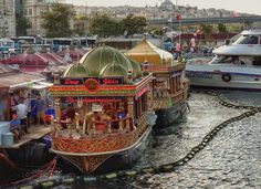 Fish-Bread boats-Eminönü-İstanbul-Turkiye