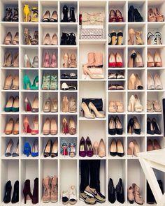 Mi papa debería hacerme esto: Closets de zapatos../.♥