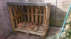 Log store made from pallets