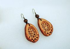 Natural Jewelry by JevZ. Avocado Earrings. Eco-friendly, tribal, green. All materials are natural : carved avocado seeds