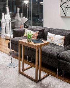 Diva by TONIN CASA. Pratico servetto salva spazio da accostare al divano o al letto. Disponibile sia nella versione laccata che rivestita legno in diverse finiture.