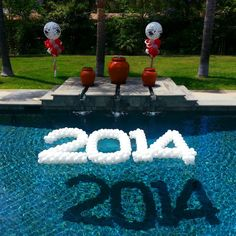 2014 Balloon Sculpture Floating In Swimming Pool