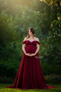 caba3b0bb7ca6 Gorgeous Maternity Session showing a beautiful medley of a Chicaboo gown  with a Chicaboo overskirt.