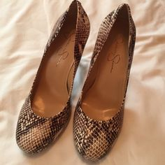 Jessica Simpson snack print color hills new Nice new elegant shuse Jessica Simpson Shoes Heels