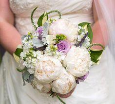 С чем сочетаются пионы в свадебном букете