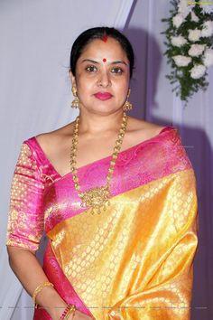Page Of South Cineworld Pics n Vids (glamour) Beautiful Women Over 40, Beautiful Girl Indian, Most Beautiful Indian Actress, Beautiful Saree, Beautiful Curves, Indian Beauty Saree, Indian Sarees, Silk Sarees, Cute Beauty