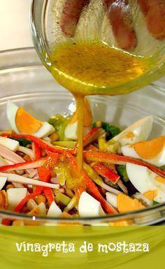 Vinagreta de mostaza   LAS SALSAS DE LA VIDA. Ingredientes 4 cucharadas de aceite de oliva. 2 cucharadas de vinagre de vino blanco. 2 cucharadas de jugo de limón. 1 cucharada de mostaza. Pimienta negra molida. Preparación Mezclamos en un bol el aceite de oliva, el vinagre y la mostaza. Añadimos el jugo de limón, la pimienta al gusto, y removemos hasta que se mezclen bien todos los ingredientes.