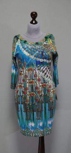 сине-голубое платье с разноцветным принтом, рукав реглан
