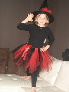 Sorcière tulle rouge et noir , jupon et chapeau : Autres par l-armoire-aux-papillons