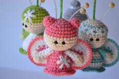 Es un Mundo Amigurumi: Móvil de Mariposas... Patrón. Es precioso y delicadísimo. Butterflies Mobile Amigurumi / Crochet Pattern (in spanish). Awesome.