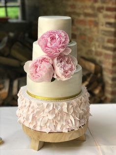 Weddingcake peonys Ruffles romantic It's Your Cake