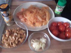 Nouilles sautées au poulet, tomates et basilic
