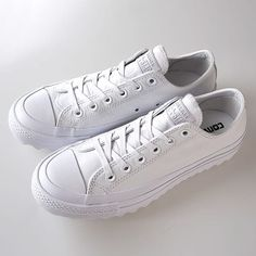 """grNothing screams more """"Summer Adventure"""" than a pair of total white Converse sneakers!🔴BUY NOW OFF🔴 White Converse, Converse Sneakers, Summer Essentials, Spring Summer 2018, Urban Fashion, Chuck Taylors, Converse Chuck Taylor, Buy Now, Pairs"""