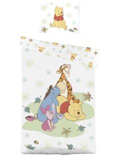 Anna Puolen hehtaarin metsän veitikoiden tuudittaa lapsesi uneen! Herttaisen Nalle Puh Baby -pussilakanan koko on 130 x 100 cm, tyynyliinan koko 38 x 55 cm. Sataprosenttista puuvillaa. Pesu 60 asteessa.